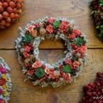 Almás-terméses őszi sóvirág koszorú