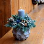 Szürke gyertyás karácsonyi asztaldísz