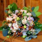 Őszi menyasszonyi csokor hortenziával és bogyókkal