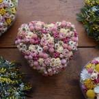 Szív alakú fonott kosaras asztaldísz