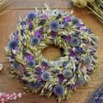 Levendula-zab koszorú szamárkenyérrel és vasvirággal