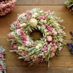 Zab koszorú rózsaszín virágokkal
