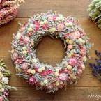Sóvirágkoszorú rózsaszín virágokkal