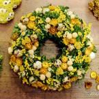 Sárga tojásos húsvéti bukszus koszorú