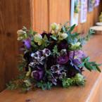 Tavaszi menyasszonyi csokor bordó virágokkal