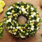 Fehér-sárga tojásos húsvéti bukszus koszorú