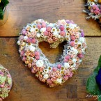 Sóvirág szív rózsaszín virágokkal