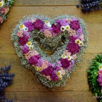 Fátyolvirág szív rózsaszín virágokkal