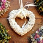 Fehér gyöngykosárka szív
