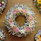 Sóvirág ajtódísz színes virágokkal